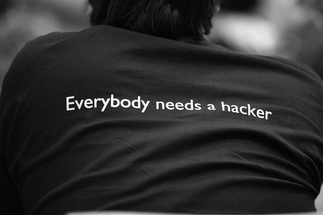 Tutti abbiamo bisogno degli hacker -  Attribuzione foto