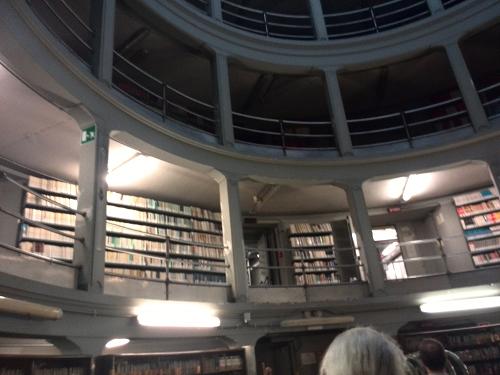 Il pozzo librario dove sono conservati solo testi moderni